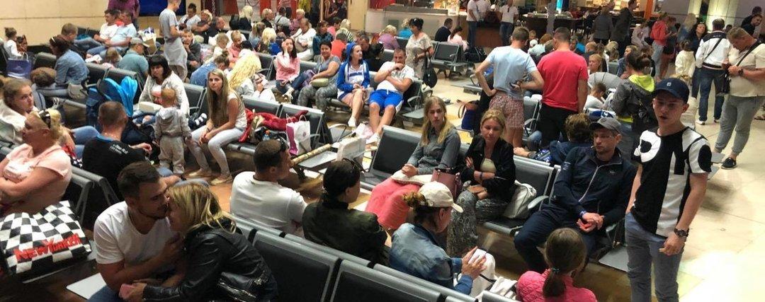 Более 200 украинских туристов снова застряли в аэропорту Египта