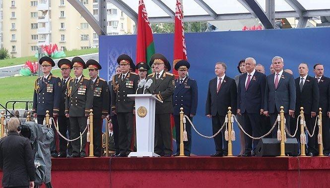 """Лукашенко на параде в Минске рассказал о """"братской России"""" и сотрудничестве с Китаем"""