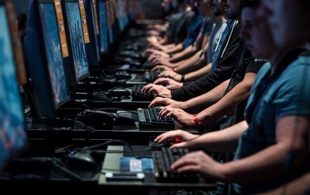 В Сингапуре хакеры похитили личные данные четверти населения