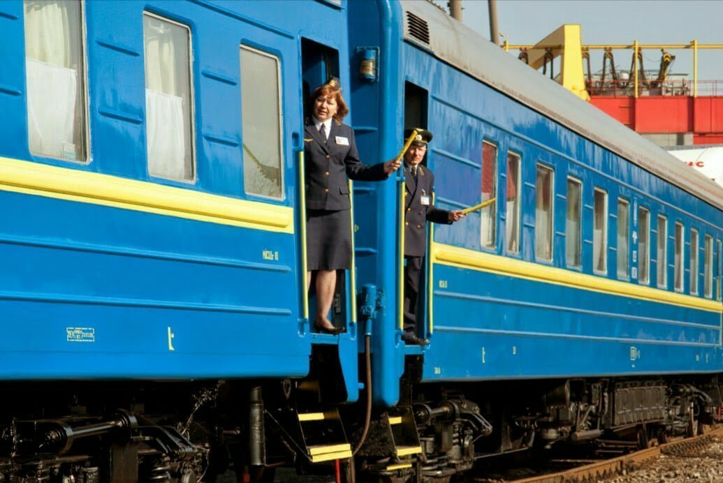 """Сколько """"Укрзализныця"""" заработала на перевозке пассажиров в Россию"""