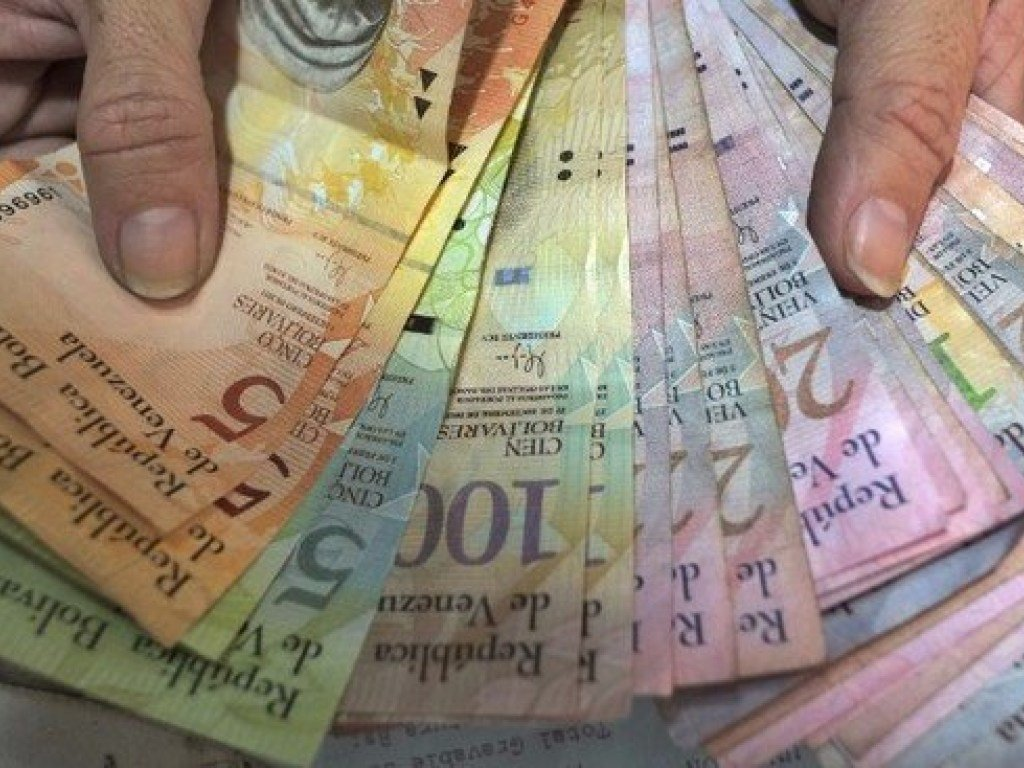 В Венесуэле гражданам разрешили обмен валюты