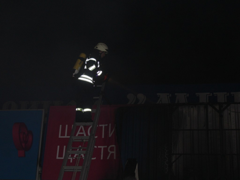 В Киеве горел Минский рынок (фото, видео)
