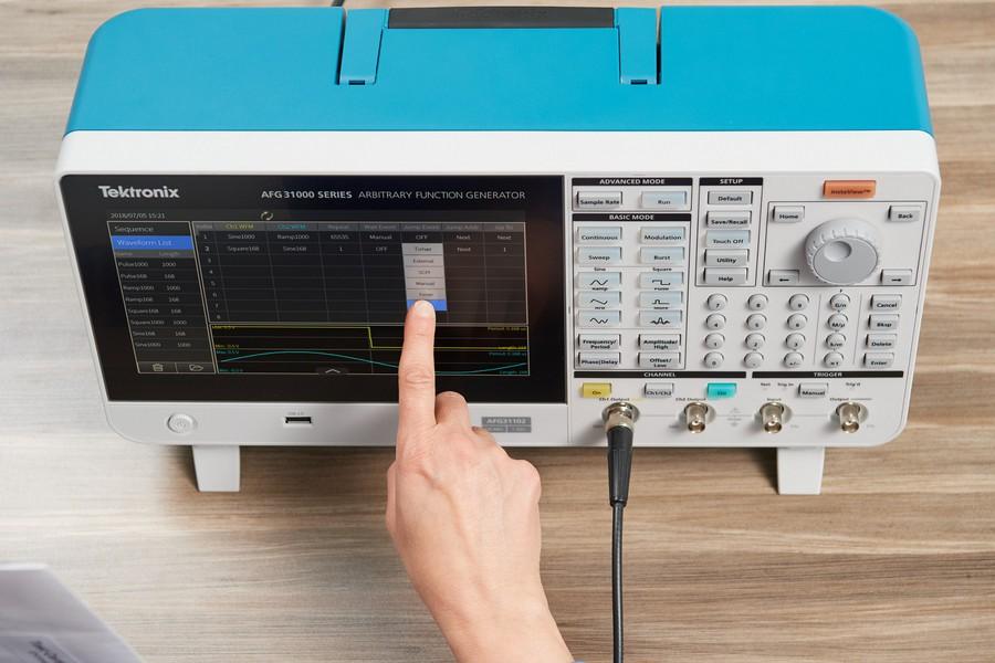 Компания Tektronix выпустила новый генератор произвольных сигналов и функций