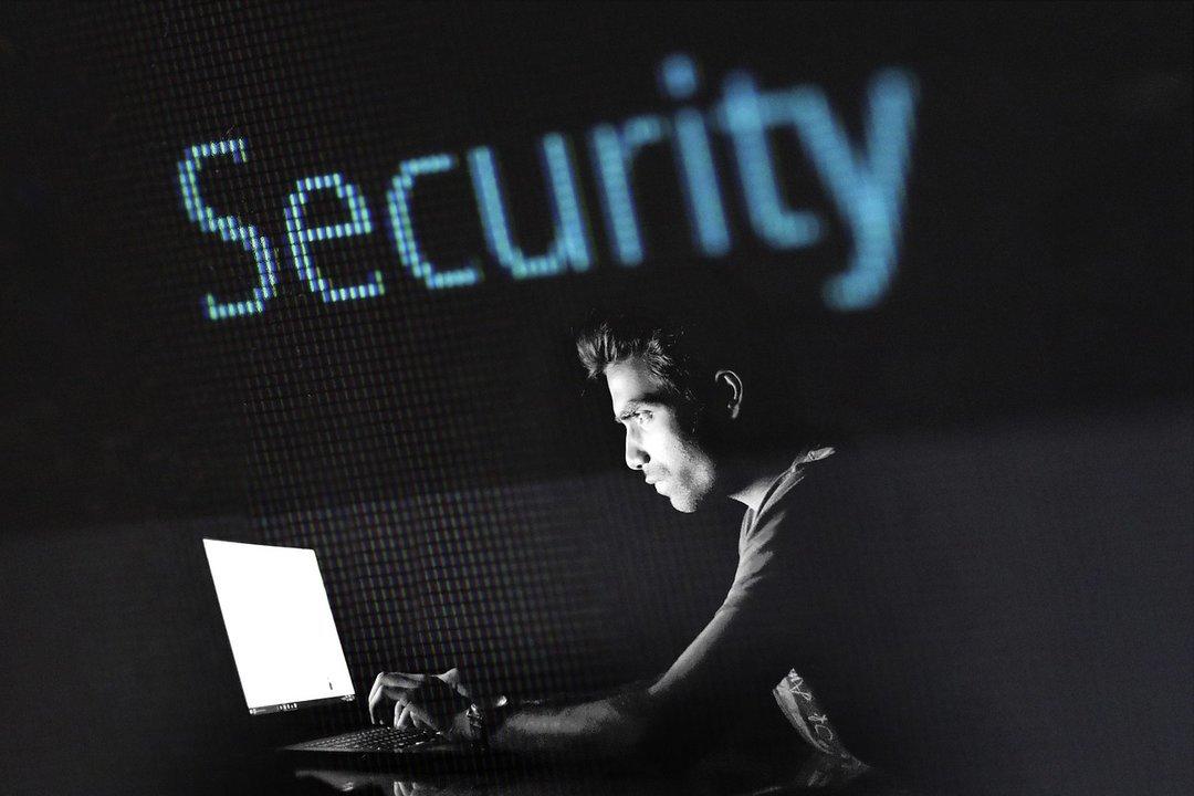 """В Украине открывается школа """"белых хакеров"""""""