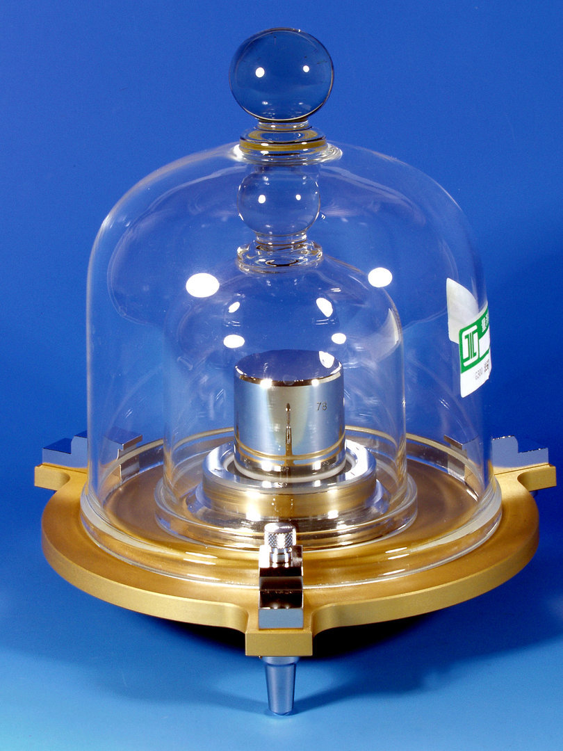 В мире поменяют определение килограмма: эталонную гирю заменят ток и напряжение