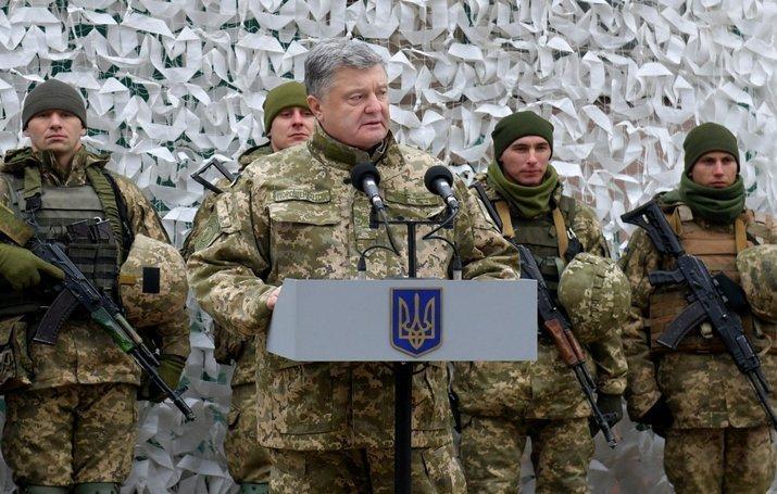 Порошенко сообщил о прекращении военного положения в Украине