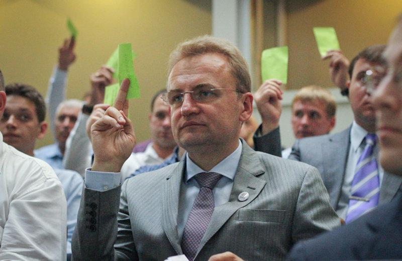 Что обещает Садовый в своей предвыборной программе: зарплату военным и врачам в $1 тыс.