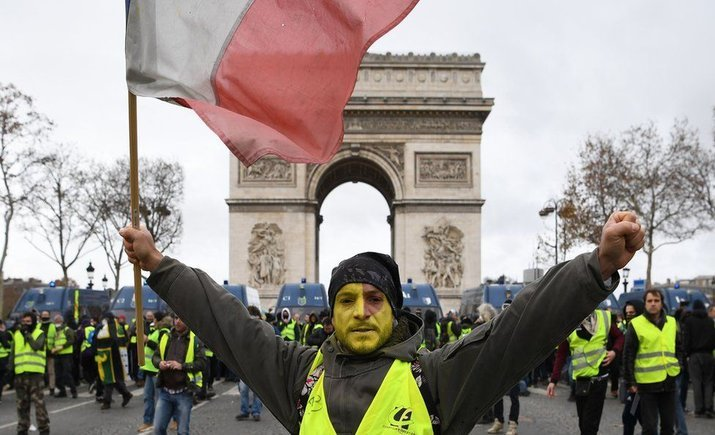 """Франция ужесточает меры против """"желтых жилетов"""""""