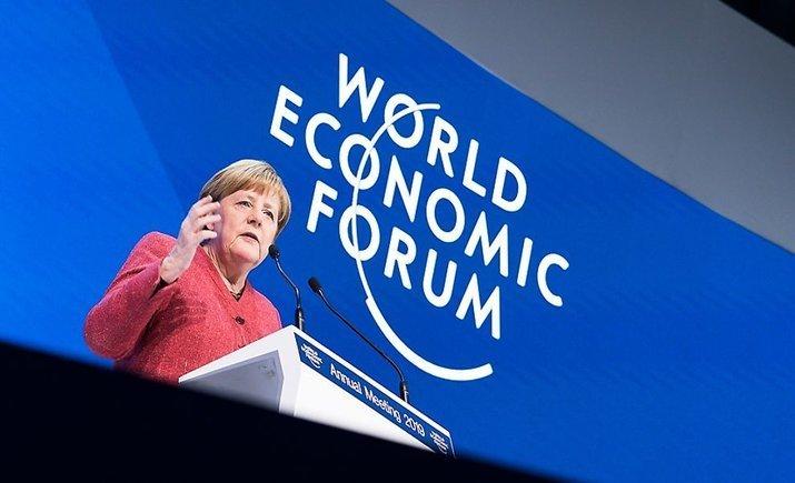 Меркель в Давосе предостерегает о повторении банковского кризиса