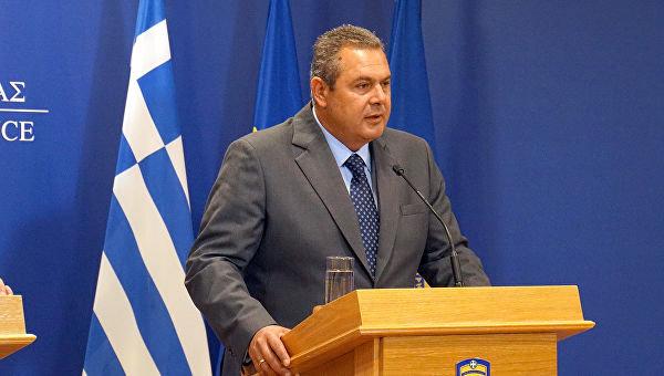 В Греции ушел в отставку министр обороны
